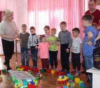 Воспитатели Елена Боброва и Сергей Шуркус Центра помощи детям г. Сим провели занятия с воспитанниками: «Строительная ферма»
